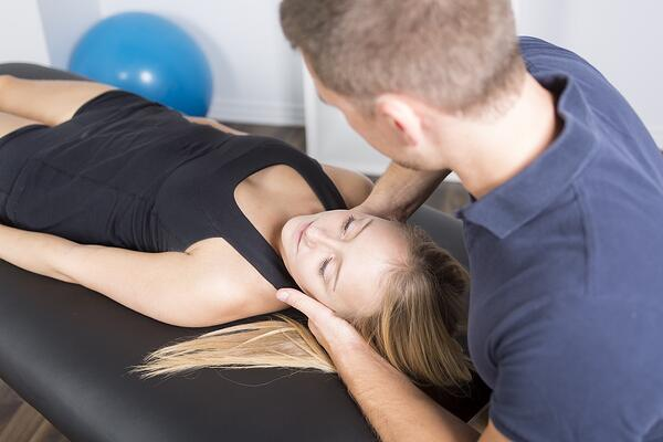 car accident chiropractor treating a patient in Nashville