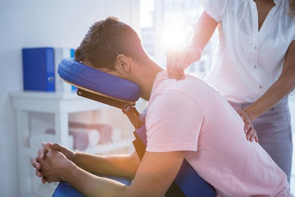 What's the difference between a massage therapist and chiropractor?