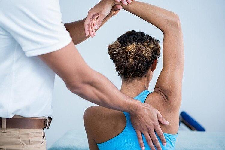 Chiropractor Treating Car Accident Patient in Tennessee
